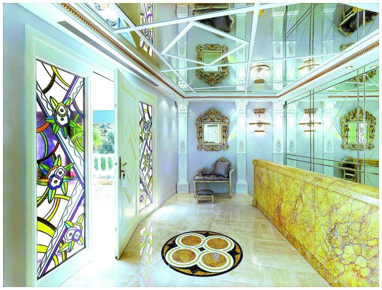 Villa Dell Arte Style baroque avec ses magnifiques pilastres dès le hall d'entree