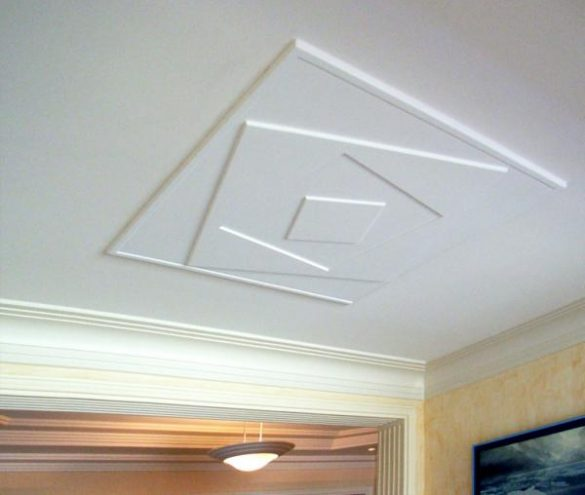 m501 mise en situation rosace carree collee au plafond pouvant cacher des fils