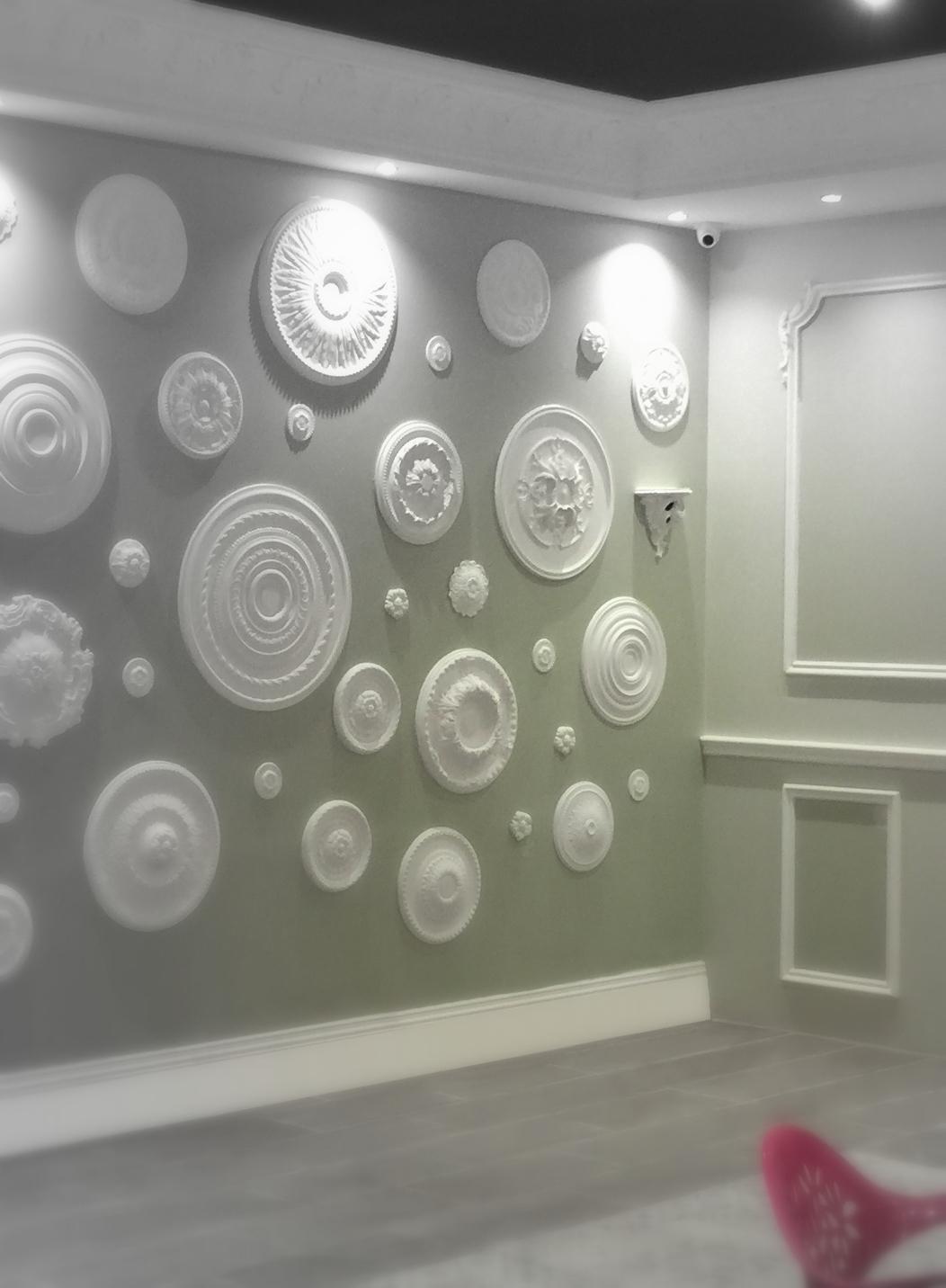 Faire Un Mur De Photos Décoration la folie des rosaces en staff - staff decor