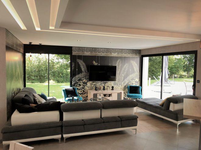 vue d'un plafond design avec le bandeau lumineuse BL180