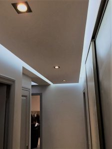 eclairage dans couloir lumiere indirecte