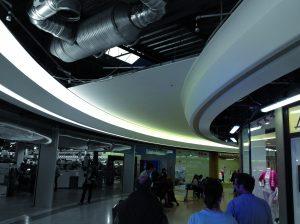 vue de la mise en œuvre progressive des éléments qui composent le plafond