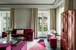 Suite dans lhotel de luxe fauchon à paris avec des produits staff decor tels que la corniche de plafond d715