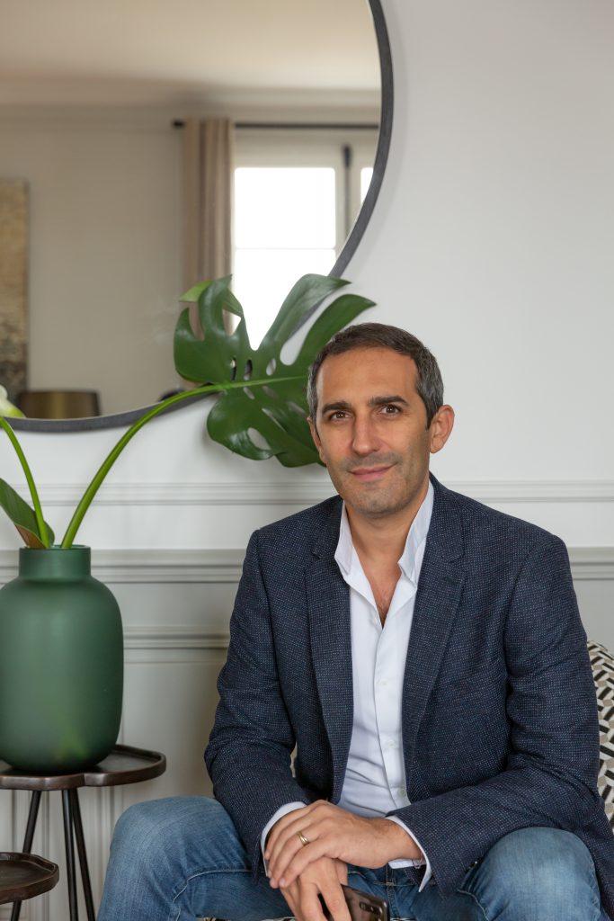 Portrait de Laurent Dray, décorateur français de renom